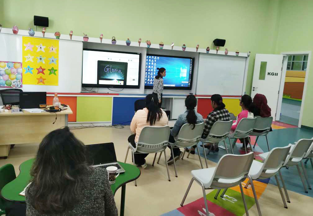 How to choose the right interactive display device for your classroom