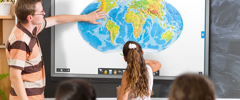 Ten Things to Consider When Choosing the Interactive Panel for Your Classroom