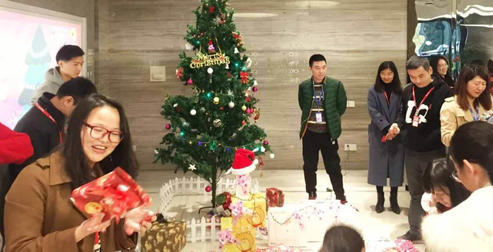 Exchanging gifts party of IQ members at Christmas of 2018